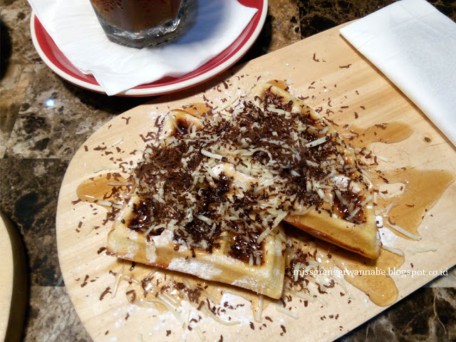 i-hate-monday-coffe-moi-waffle-3