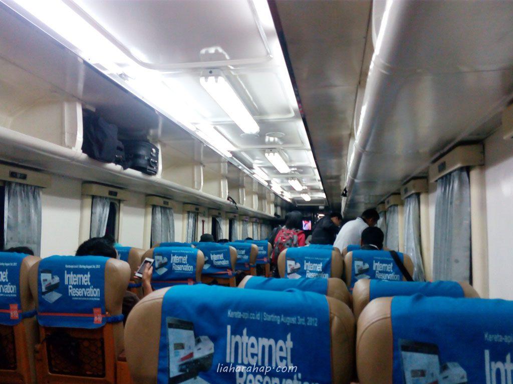 Kereta Taksaka Malam Yogyakarta