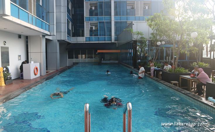 swimming pool hotel jakarta